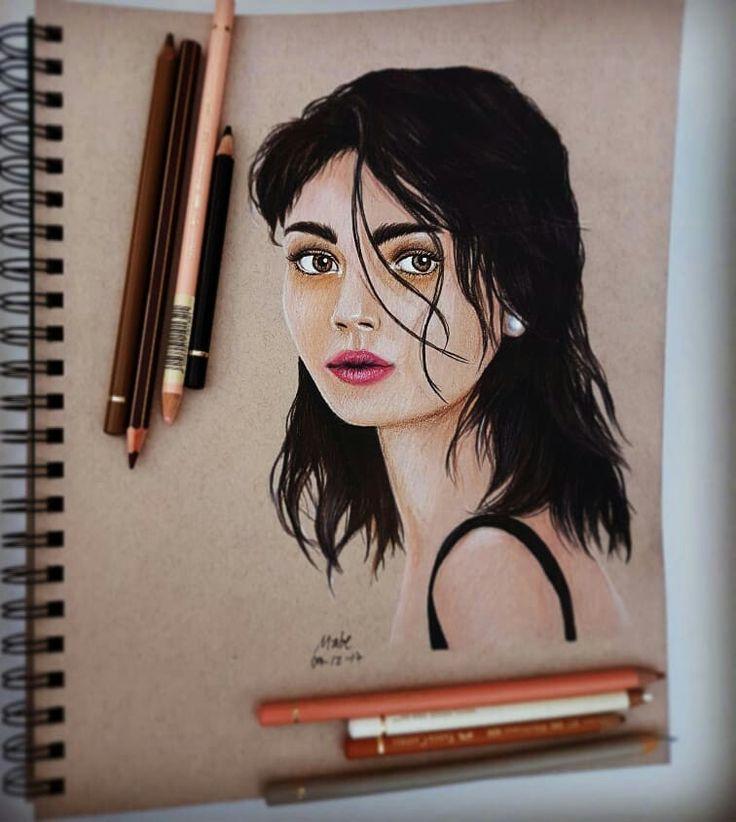 Mujer, lápices de colores
