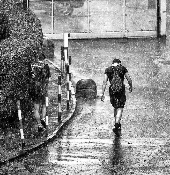 """I temporali """"estivi"""" quest'anno sono quasi una costante.E noi ce la prendiamo tutta Franco Brandazzi #milanodavedere Milano da Vedere"""
