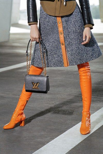 View the complete Pre-Fall 2017 collection from Louis Vuitton.