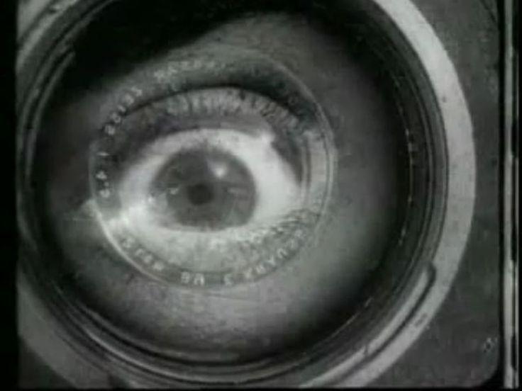 """""""A tarefa do cinema e da câmara não é imitar o olho humano, mas ver e registar o que o olho humano não vê"""" Ossip Brik. O cinema e o olhar fotográfico (photo-eye) podem nos mostrar coisas a partir de perspectivas inesperadas e em configurações inusitadas daí a necessidade de explorar essas possibilidades."""