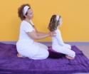 Online speelse cursus Kindermassage via het blad J/M voor ouders.  Inclusief kindermassagekaarten van Helen Purperhart. Een aanrader!