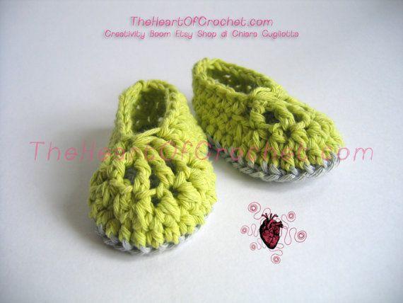 Scarpine per neonati fatte a mano all'uncinetto cotone riciclato verde - Slippers shoes for newborns handmade crochet green recycled cotton.
