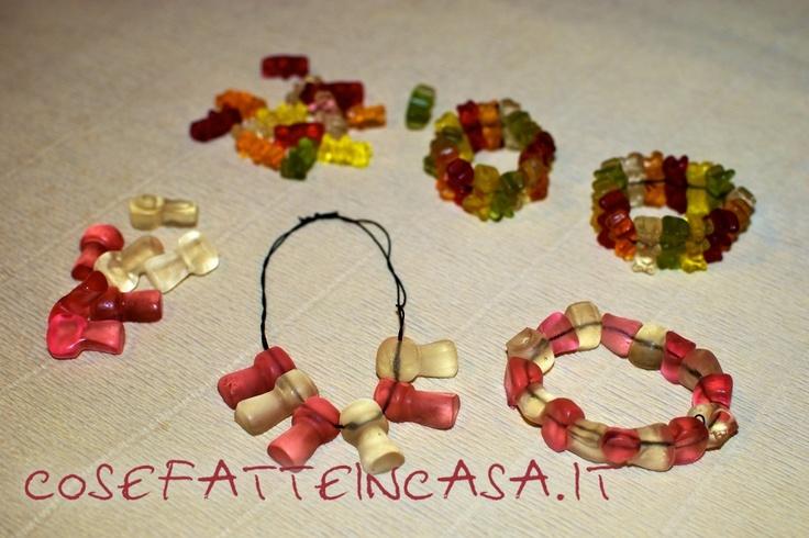Collane e braccialetti di caramelle on http://www.cosefatteincasa.it