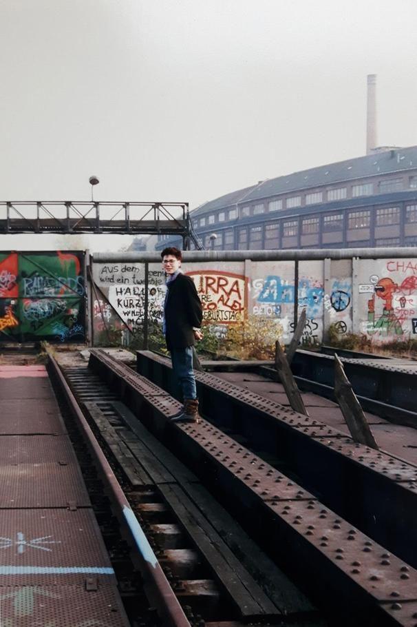 1988, Kreuzberg, am Ende des heutigen Görlitzer Parks - hier war West-Berlin zu Ende. Die Fabrik hinter der Mauer steht in Treptow.