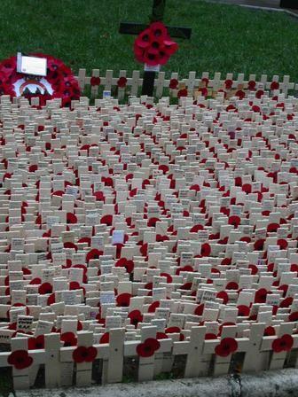 Rememberance Day 2 minute silence started on Fleet Street, London www.thelegendsoflondon.wordpress.com