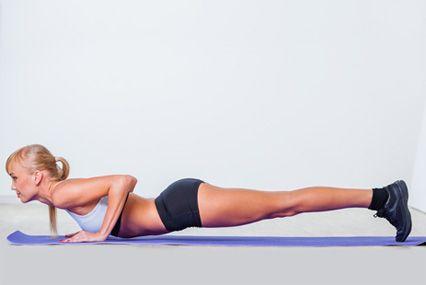 Чтобы укрепить мышцы, порой не обязательно «тягать» железо, по 50 раз поднимая бодибар или делая 100 приседаний со штангой. Тело можно проработать… вообще не двигаясь! Вам помогут изометрические упражнения, собранные в этом комплексе.