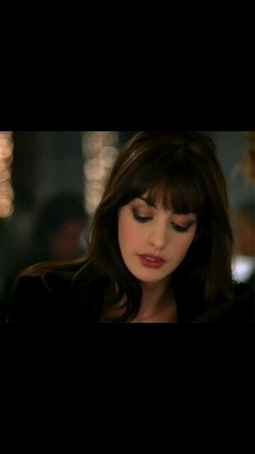 Anne Hathaway devil wears prada. Everything about this is perfect. I want ze hair color, hair cut, and eye makeup.