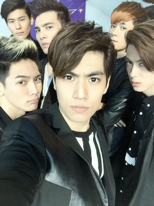 dailyspexial:Sam's Facebook Updates大家都很有感覺!以綸就⋯⋯⋯別提了吧! Every one has that feel!Well, other than Riley!