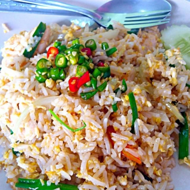Thank follower!!^^~♡ Nice meet you~ㅎㅎ I'm study food coordinator. I'm form korea. I'm want you close friendly. - 6件のもぐもぐ - Khao pad gai with prik nam Pla (chicken fried rice with chilli in fish sauce) by Jorge Bernal Márquez