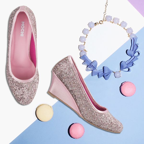 The colour pink makes everything look pretty! Wear these pink shoes with your outfit and adorn your look.