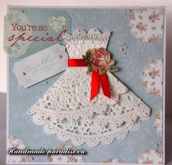 Открытка на 8 марта платье из ажурной салфетки