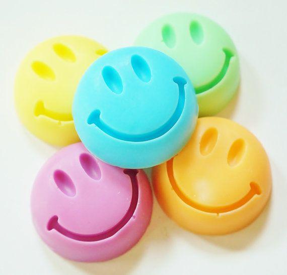 30 BULK SMILEY FACE Soaps  Choose Scent & Color diy por crimsonhill
