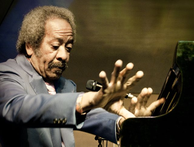 Diversos músicos han manifestado sus condolencias respecto a Allen Toussaint, quien lamentablemente falleció a la edad de 77 años el pasado 9 de noviembre a ...