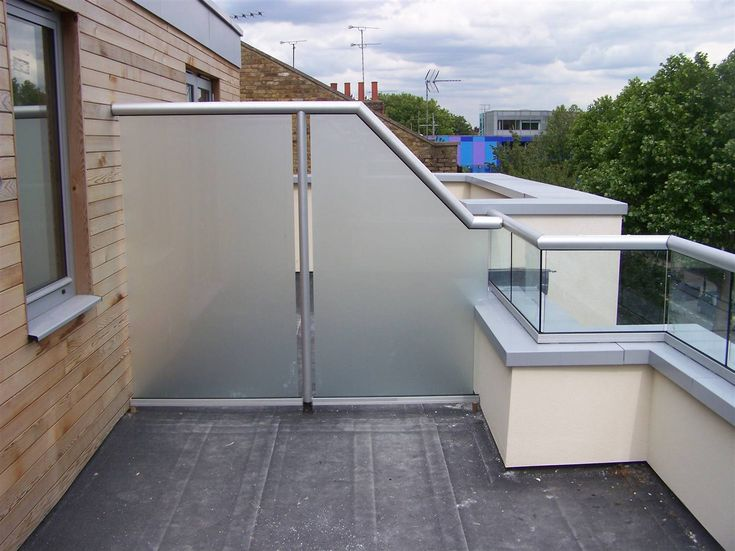 1000 ideas about balcony privacy screen on pinterest for Balcony privacy