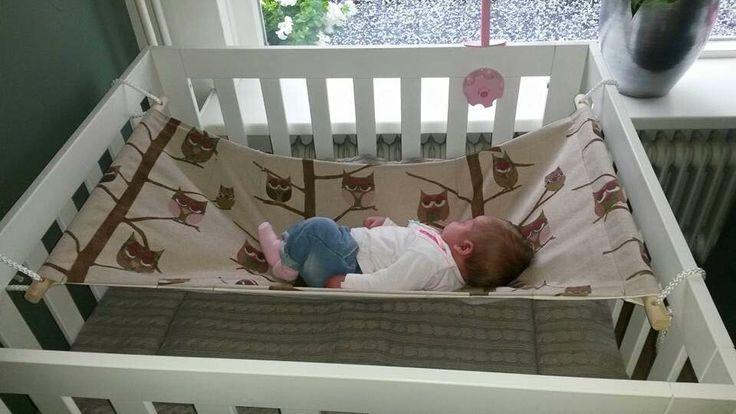 Baby hangmat in park
