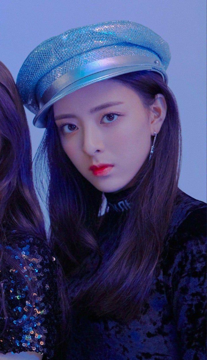 Kpop: #yuna#yeji#chaeryeong#ryujin#lia#itzy#itzylia#itzyyeji
