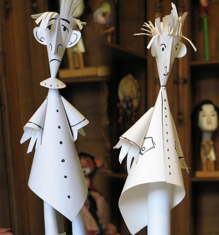 Paper Puppets, how easy do these look! A adult version of this out of newspaper would be adorable in a tablescape