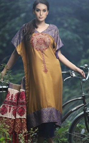 Salwar Kameez is a dress which women can wear in all type of functions. Women love to wear it because it makes them beautiful. Buy latest design Salwar kameez online from our Online Store PakRobe. Contact:(702) 751-3523 Email: Info@PakRobe.com #PakistaniClothes #PakistaniWomenSalwarKameez