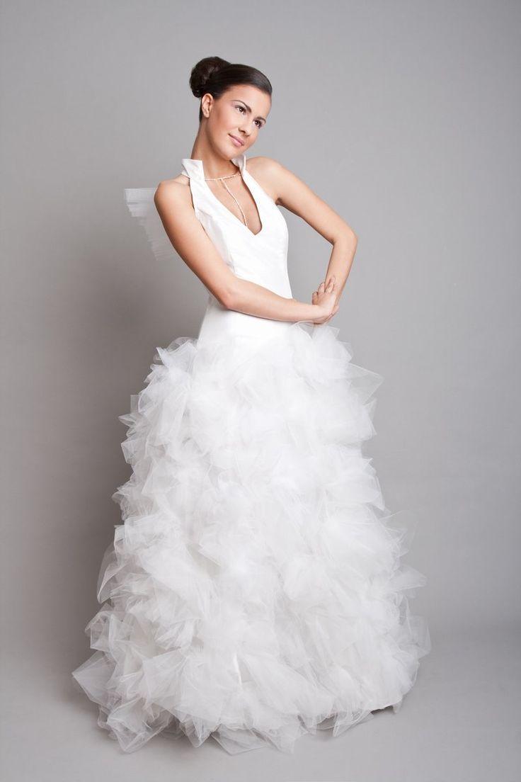 fehér tüllös extrém ruha, white tulle wedding dress