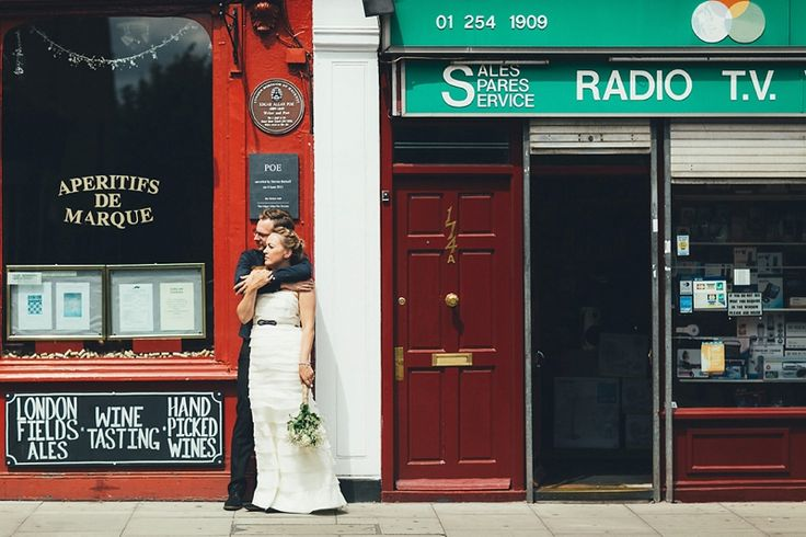 Hannah & Johnny couldn't have chosen a more perfect summers day for their Clissold Park picnic wedding. Their day started with atouching ceremony in the Town Hall and a wander down Stoke…  #londonweddingphotographer #urbanwedding #stokenewingtonwedding #non-traditionalwedding