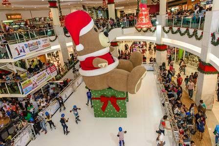 No Caxias Shopping, uma pista de patinação ocupa o 1º piso