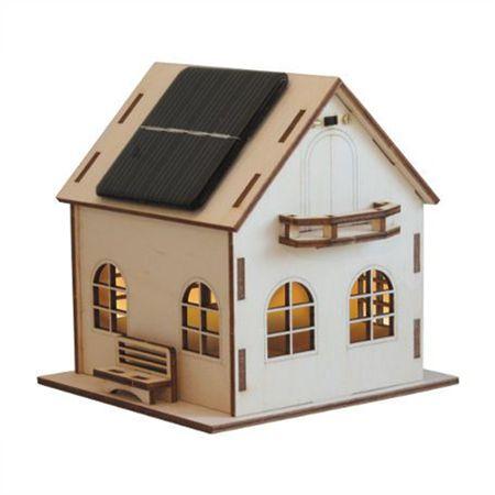 Een mooi #bouwpakket met een sfeervol effect.  Als het huis op zonne-energie op een plekje staat waar voldoende licht is, wordt de in het #huisje geplaatste accu door de #zonnecellen op het dak opgeladen.  Bij het invallen van de #schemering gaat er automatisch een #lampje aan in het huis!