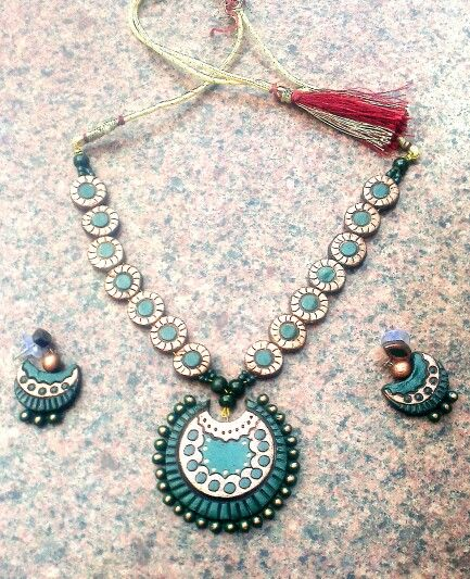 Bottle green and copper necklace in terracotta by terracotta&me