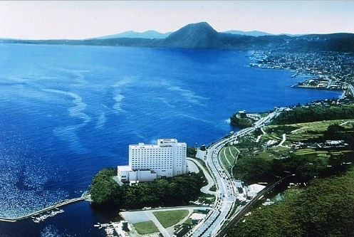別府湾を一望する絶景です。大分と別府を繋ぐ国道沿いに田ノ浦ビーチがあります。