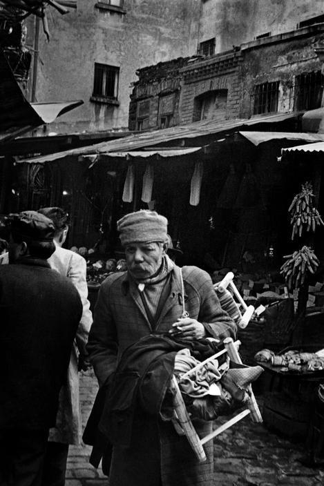 Repair man in the street at Eminonu, 1965, photo by Ara Güler (please repin with photographers credits)