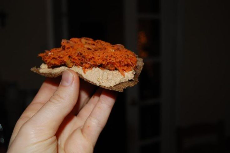 """""""Копченый лосось"""" Posted on March 3, 2008 Мой собственный рецепт, но идея популярная – морковка + водоросли = что-то вроде красной рыбы. В л..."""