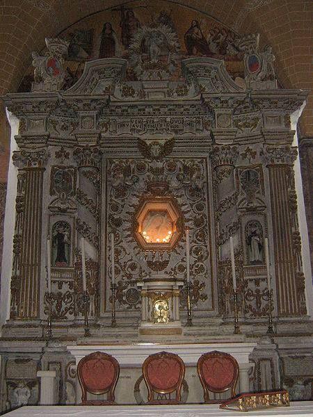 La chiesa della Madonna della Campana si erge su una collina di circa 160 metri d'altezza un po fuori Casarano (provincia di Lecce). La storia di questa chiesa si perde fra vaghe informazioni e leggende che la vogliono fondata dai Greci o dai Normanni.