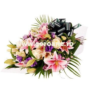 Buchet funerar crini, lisianthus si trandafiri. Elegant, finut, de neuitat, acest buchet de flori funerar le va arata celor dragi cat de mult inseamna pentru tine aceasta pierdere si cat esti de indurerat. Oferim livrare buchet funerar oriunde in Romania