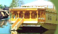 Houseboats are generally found in Australia, Canada, Zimbabwe, Netherlands, United Kingdom and India. In India houseboats are common on the backwaters of Kerala and on the Dal Lake in Jammu and Kashmir. It is a very popular recreational activity and offers an appealing and rewarding outdoor experience.