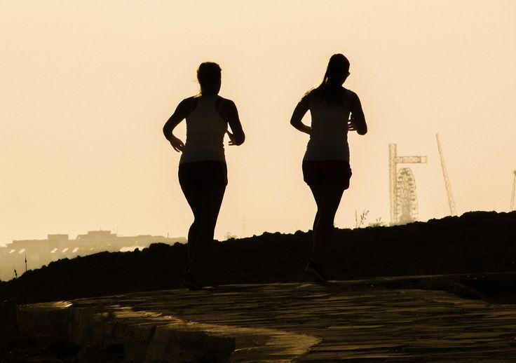Bij hardlopen denk je vaak eerst aan goede schoenen. Maar minder snel aan accessoires. Deze accessoires zijn een echte musthave.