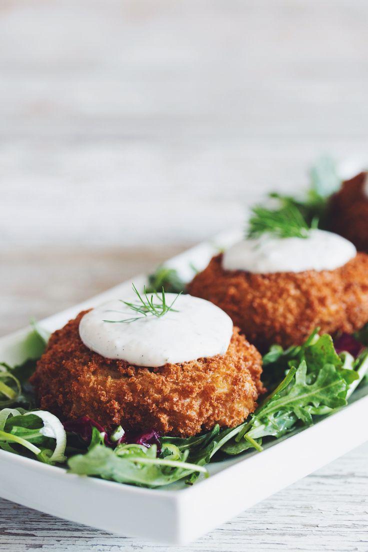 #vegan crabless cakes made with artichokes & horseradish dill tartar sauce | RECIPE on hotforfoodblog.com