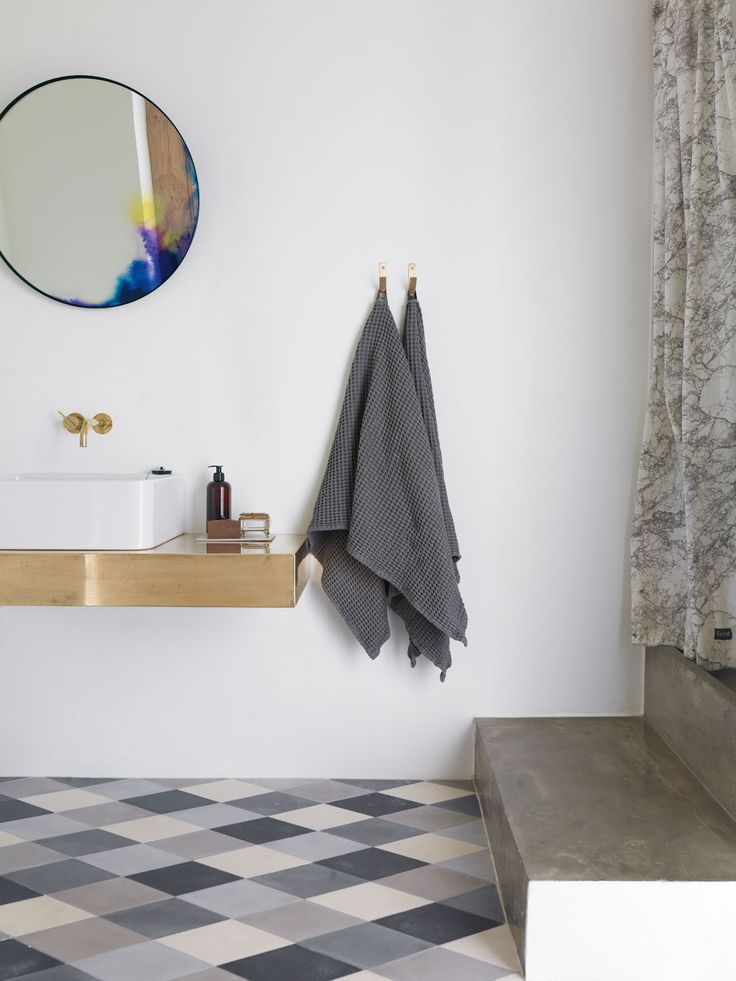 Medio Baño Minimalista: Del Medio Baño, Cuarto De Baño y Pequeño Espacio De Lavadero
