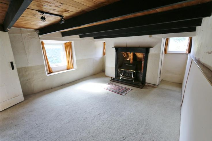 Jackie Stanley - This substantial cottage occupies an excellent plot of approx 0.08 hectares with far reaching rural views