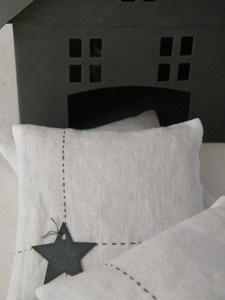 Embroidered linen pillows can also add the appliqué.