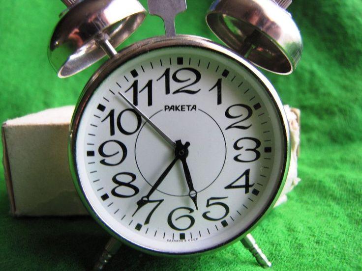 VINTAGE SOVIET RUSSIAN USSR MECHANICAL TWO BELL DESK ALARM CLOCK RAKETA WORKING