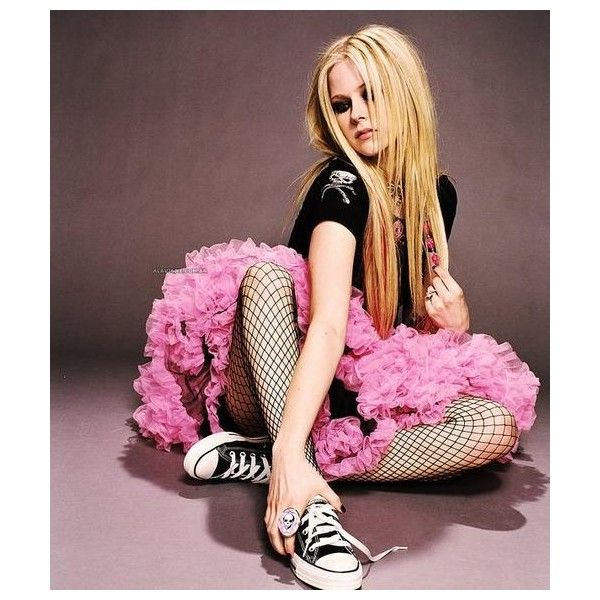An image of Avril Lavigne ❤ liked on Polyvore featuring avril and avril lavigne