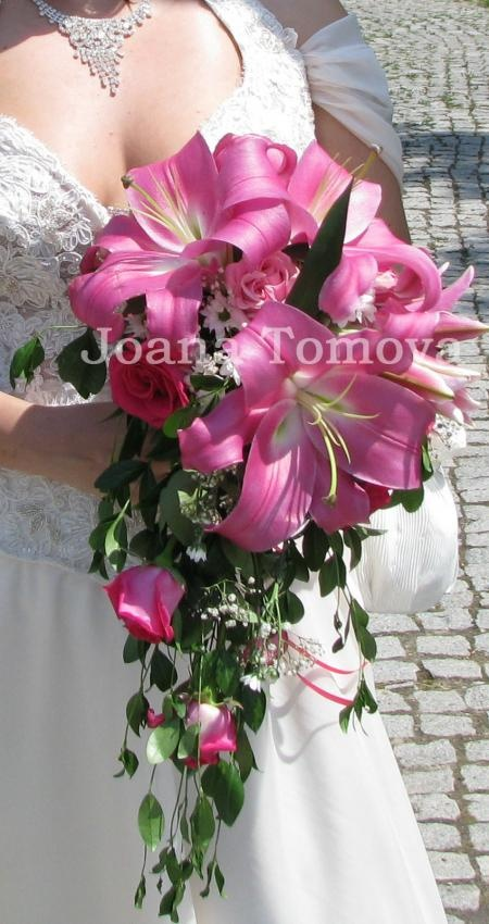 wedding bouquet in pink lilium and roses