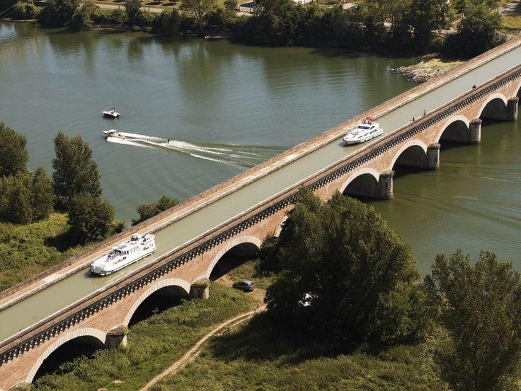Pont Canal de Cacor (Moissac; Tarn-et-Garonne). Par CRT Midi-Pyrénées/ Dominique VIET #TourismeMidiPy #MidiPyrenees #France #Cruise #Boat