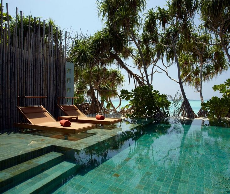 Luxury Anantara Kihavah Villas, Maldives O___O that looks so awesome to visit one day. About 1178 for four nights at this 5 star hotel.