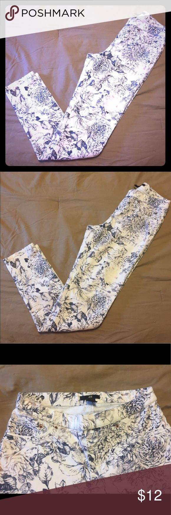 ⭐️ SALE ⭐️ H&M Floral Jeans Floral Print Jeans with elastic waistband H&M Jeans Skinny