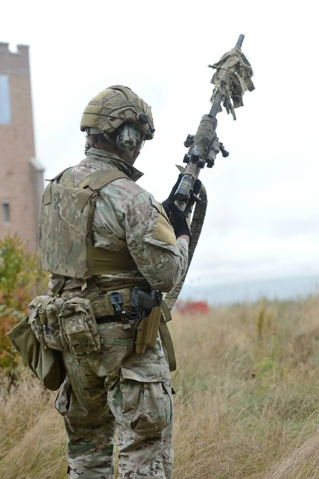 Australian Sniper (presumably a commando). Photo taken in Canada during a multinational sniper competition involving numerous countries military's and police forces. (Love the Crye AirFrame).