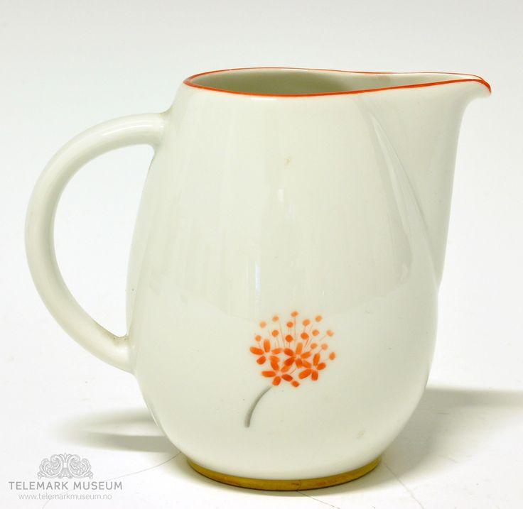 Cream jug by Nora Gulbrandsen for Porsgrund Porselen. Production 1927-35. Model 2205 Decor 8237