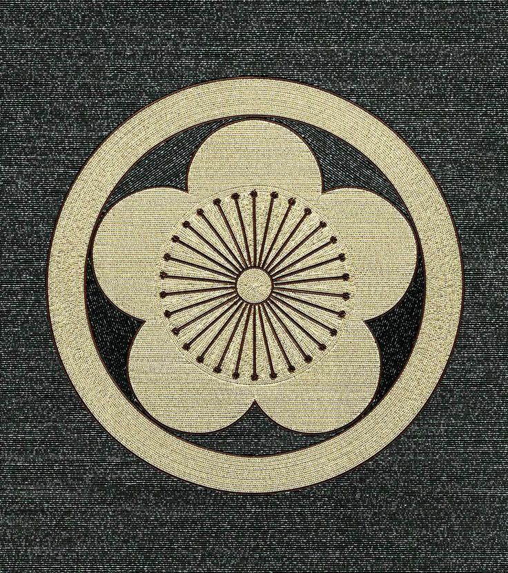 丸に向う梅- Japanese crest design