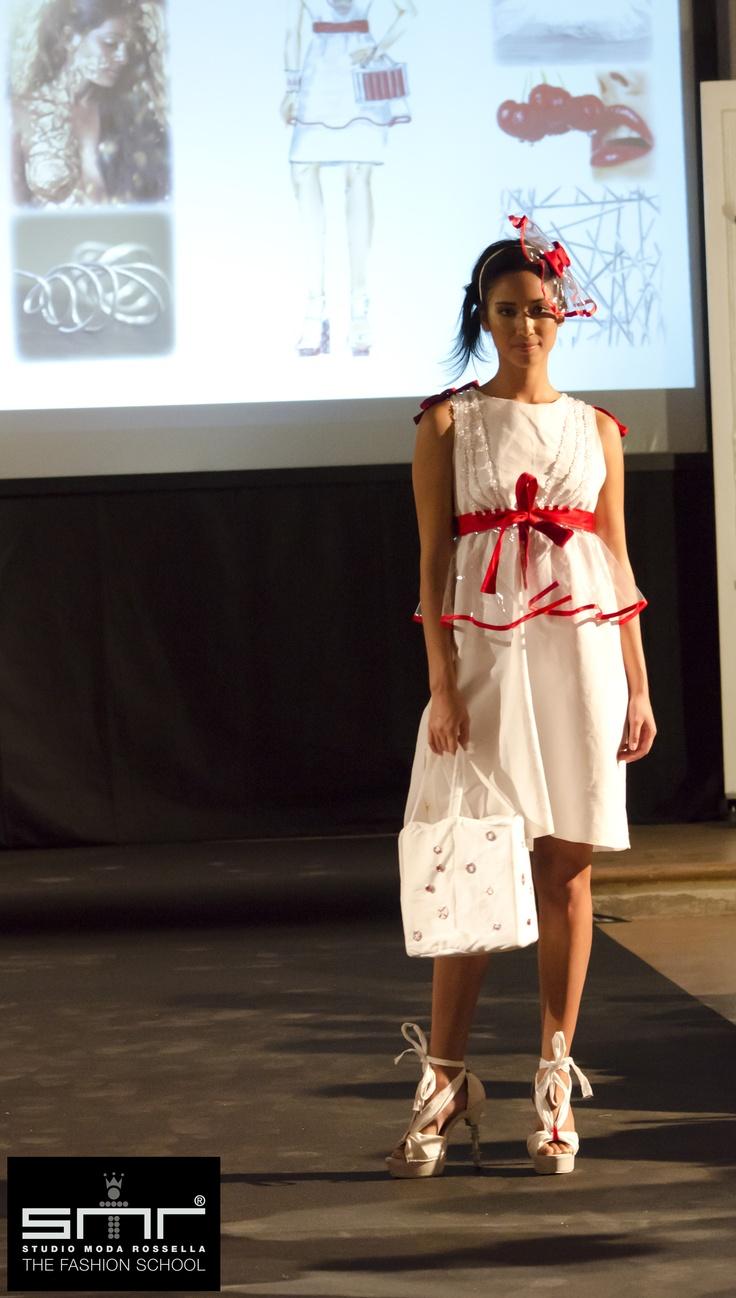 MILLEN ART COUTURE FASHION SHOW.  Studio Moda Rossella da 30 anni contribuisce alla crescita del settore moda attraverso la formazione di figure professionali orientate all'innovazione, alla tecnologia e alla ricerca, dando un valore aggiunto alla creatività, al prodotto e alle competenze pratiche tipiche della tradizione italiana.  I veri protagonisti  sono stati gli studenti, che grazie a SMR, hanno avuto l'opportunità di calarsi nella realtà vera  realizzando abiti e organizzando la…