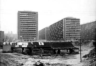 Vista de las torres de la avenida Donostiarra desde la avenida de Brasilia, al otro lado de la M·30.
