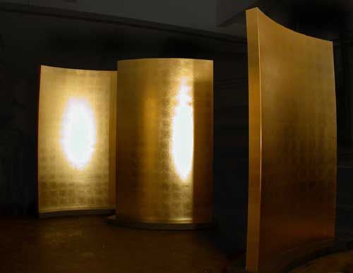Gebogene, rollbare Paravents aus vergoldetem MDF für das Restaurant Marmite in Barsinghausen
